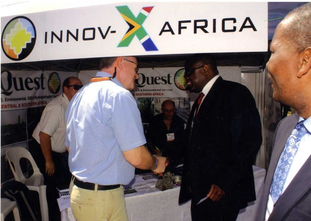 The Honourable Christopher Yaluma, Minister of Mines and Mineral Development, Republic of Zambia meeting with Julian Green of GeoQuest Ltd at the joint GeoQuest Ltd and Innov-X South Africa stand at the Copperbelt show